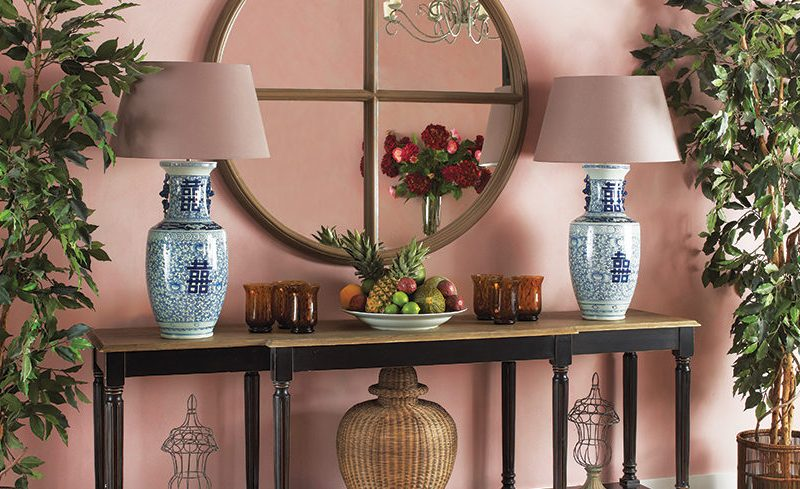 Expert ideas to play around with your console table