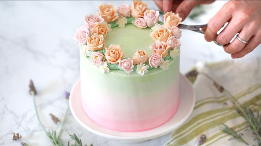 What to use for customized cakes?